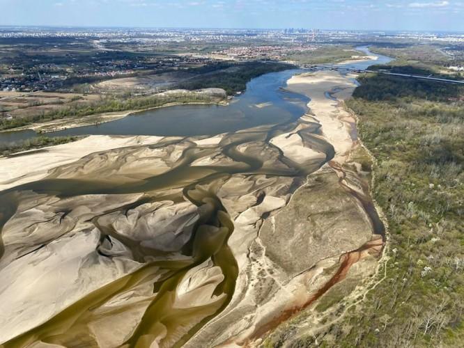 Eksperci PAN: Naturalna retencja wody kluczowa w walce z suszą i powodziami w Polsce - GospodarkaMorska.pl