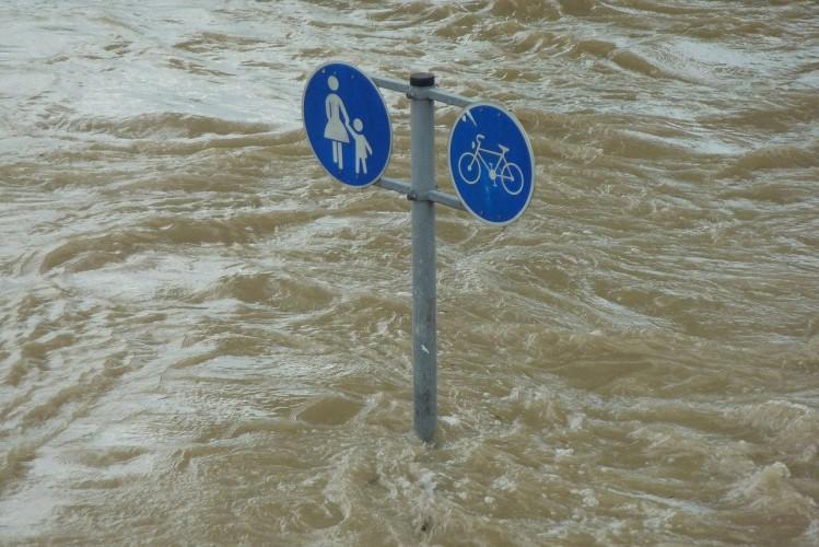Woś: na ten moment gigantyczna powódź nam nie grozi - GospodarkaMorska.pl
