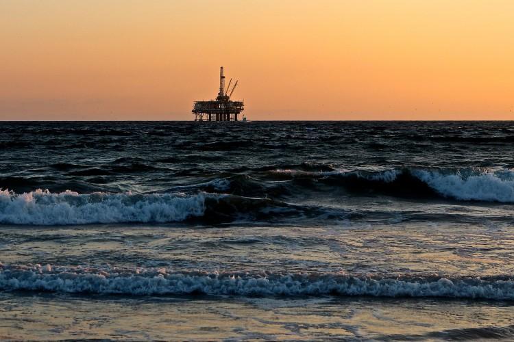 Cena ropy w USA spada po mocnym wzroście amerykańskich zapasów benzyny - GospodarkaMorska.pl