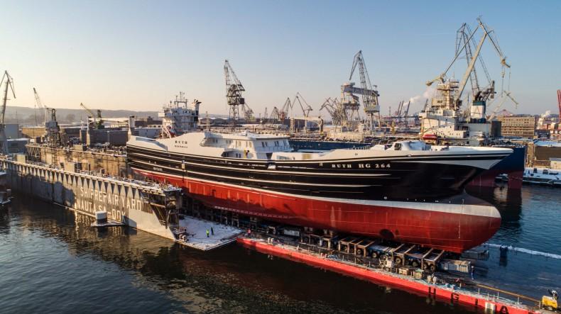 Pracowity początek roku w Karstensen Shipyard Poland. Wodowanie dużej jednostki rybackiej [foto, wideo] - GospodarkaMorska.pl