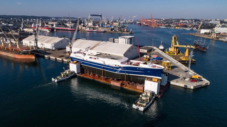 Ponad 90-metrowy statek rybacki zwodowano w stoczni Karstensen Shipyard Gdynia [foto, wideo] - GospodarkaMorska.pl