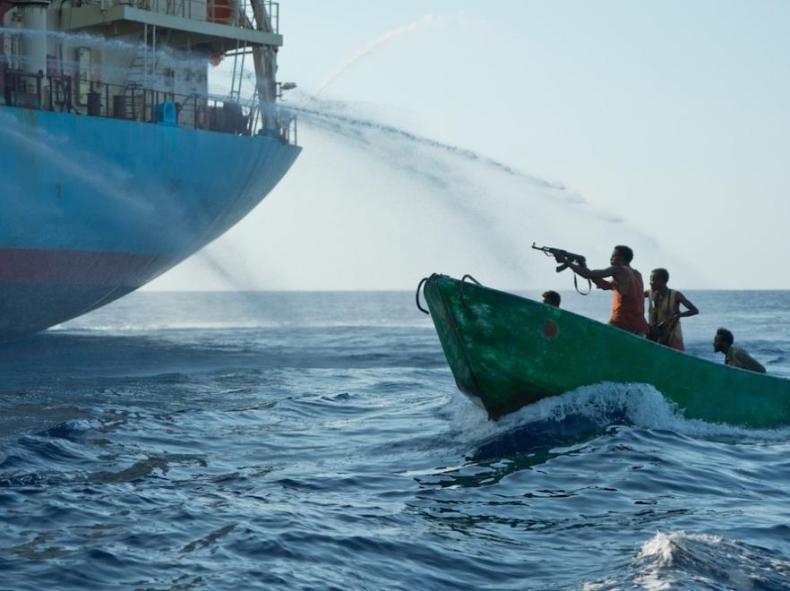 """Polak strażnik oceanów. """"Stado delfinów"""" na horyzoncie przemienia się w motorówki z 80 piratami na pokładach - GospodarkaMorska.pl"""