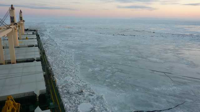Ogromny zator lodowy na szlaku Wielkich Jezior Amerykańskich - GospodarkaMorska.pl