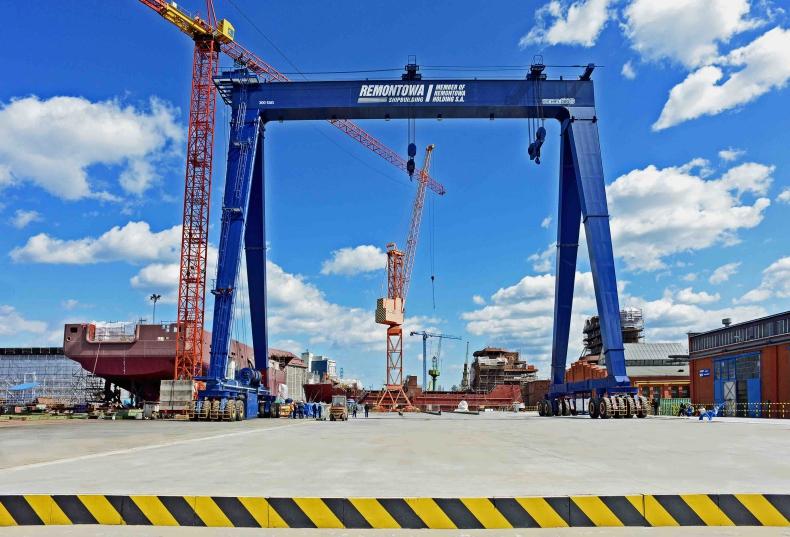 Otwarcie linii montażu statków z nowoczesną suwnicą bramową w Remontowej Shipbuilding - GospodarkaMorska.pl
