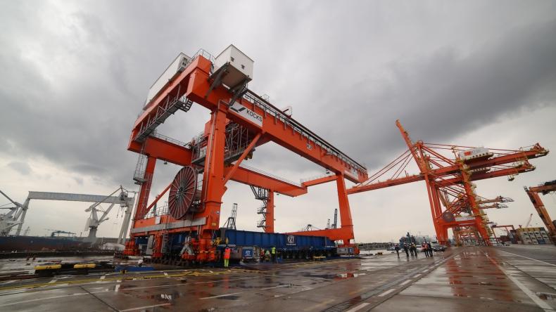 Portowy Zakład Techniczny dostarczył nowe suwnice do BCT - GospodarkaMorska.pl