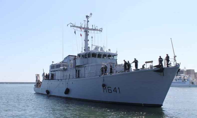 Francuski niszczyciel min opuścił stocznię Nauta po remoncie awaryjnym - GospodarkaMorska.pl
