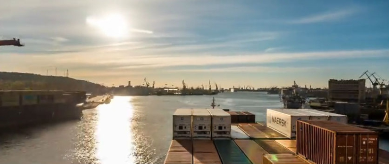 Niesamowite nagranie z rejsu kontenerowca po Bałtyku. Port w Gdyni też na filmie - GospodarkaMorska.pl