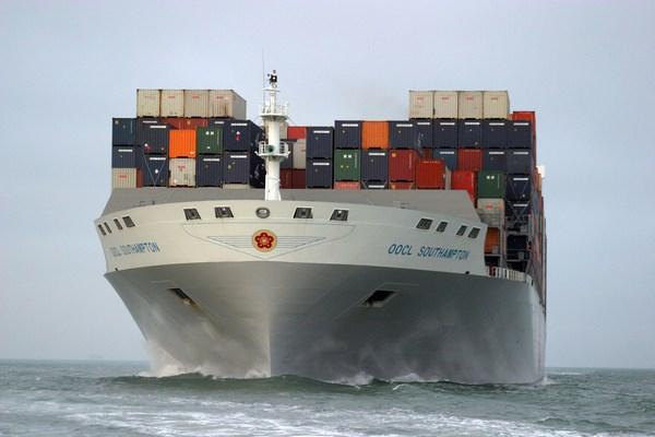 Kontenerowce znów bardziej punktualne. Liderem Maersk Line - GospodarkaMorska.pl