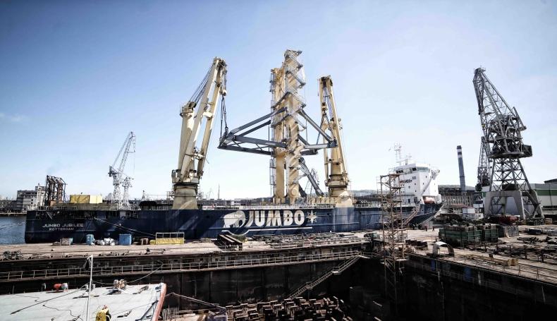Gigantyczna wieża do układania rurociągów opuściła Energomontaż-Północ Gdynia - GospodarkaMorska.pl