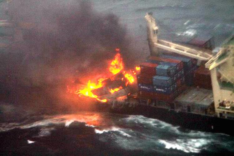 Olbrzymi pożar kontenerowca u wybrzeży Japonii (FOTO) - GospodarkaMorska.pl