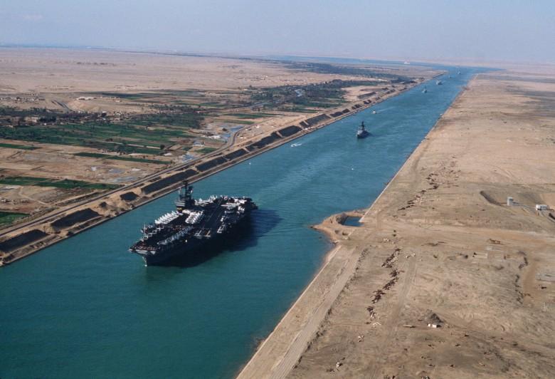 Pierwsze statki przepłynęły przez nowy Kanał Sueski - GospodarkaMorska.pl