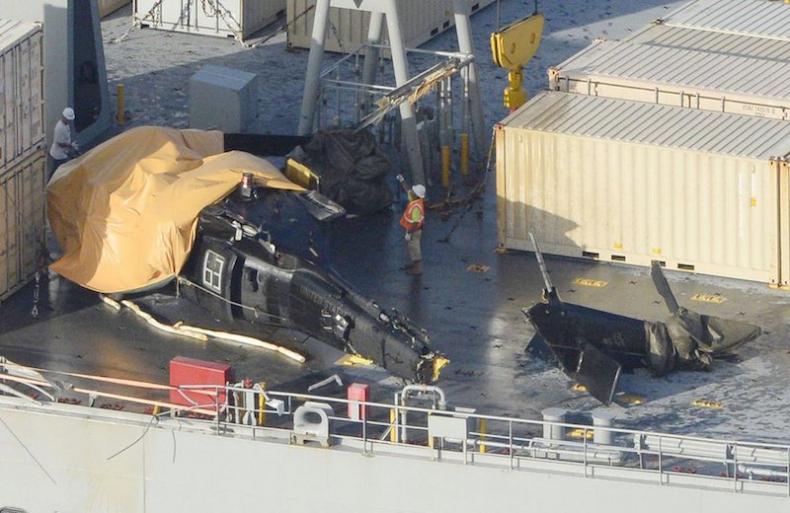 Helikopter rozbił się o pokład amerykańskiego okrętu - GospodarkaMorska.pl