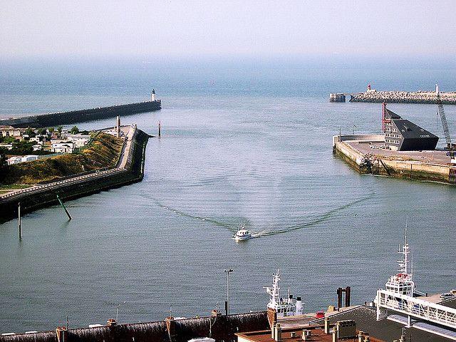 Związkowcy zablokowali w niedzielę dostęp do portu w Calais. Dzisiaj ruch został wznowiony - GospodarkaMorska.pl