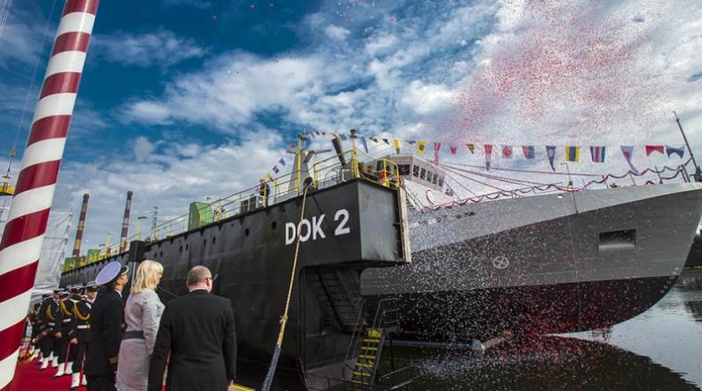 ORP Kormoran już na wodzie. Premier: będą inwestycje w modernizację Marynarki Wojennej - GospodarkaMorska.pl