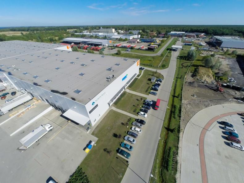 Budowa hali E w North-West Logistic Park w Szczecinie zgodnie z planem - GospodarkaMorska.pl