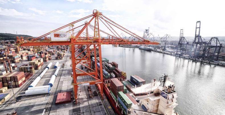 Mniej kontenerów w Gdyni. Port notuje spadek przeładunków - GospodarkaMorska.pl