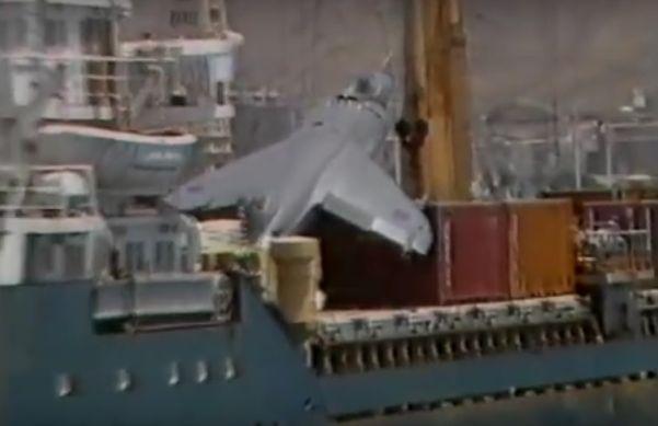 Awaryjne lądowanie samolotu na kontenerowcu (wideo) - GospodarkaMorska.pl