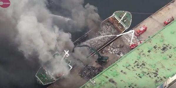 Spektakularna akcja gaszenia pożaru na statku (wideo) - GospodarkaMorska.pl
