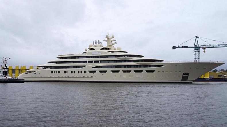 Zwodowano czwarty największy jacht świata (WIDEO) - GospodarkaMorska.pl