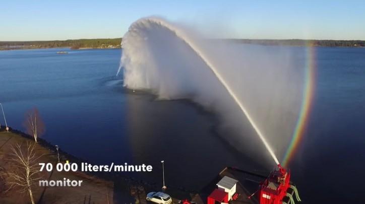 Zobacz testy największej armatki wodnej (WIDEO) - GospodarkaMorska.pl