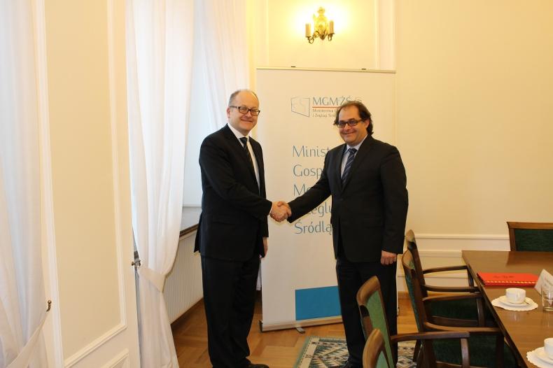 Minister przyjął zaproszenie ambasadora do Islandii - GospodarkaMorska.pl
