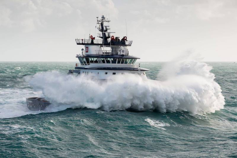 Imponujące manewry na wzburzonym morzu (wideo) - GospodarkaMorska.pl