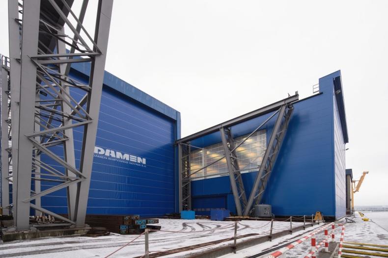 Budowa zadaszenia w hali Damen Shipyards Gdynia zakończona - GospodarkaMorska.pl