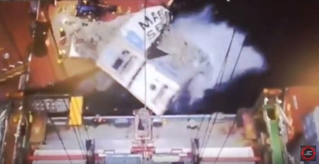 Zmiażdżone kontenery. Niebywały wypadek (wideo) - GospodarkaMorska.pl
