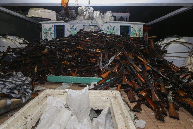 Przechwycono ogromy przemyt broni - GospodarkaMorska.pl