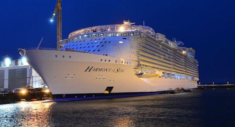 Największy wycieczkowiec świata odbywa pierwsze próby morskie (wideo) - GospodarkaMorska.pl