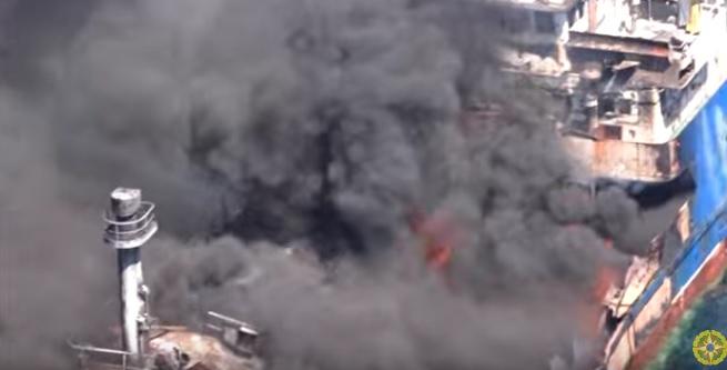 Spłonął rosyjski tankowiec Palflot2 (wideo) - GospodarkaMorska.pl
