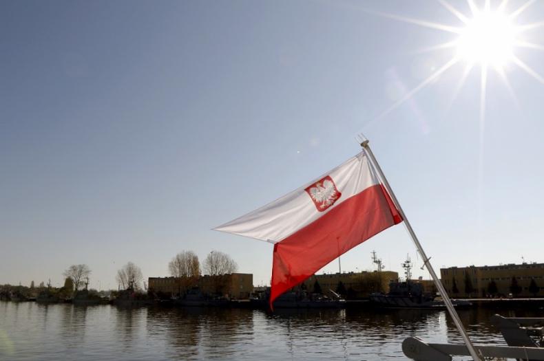 Dzień Flagi Rzeczypospolitej Polskiej w 8.FOW - GospodarkaMorska.pl