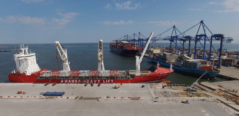 Budowa Terminalu T2 wchodzi w decydującą fazę - do DCT dotarły największe w Polsce suwnice (wideo) - GospodarkaMorska.pl
