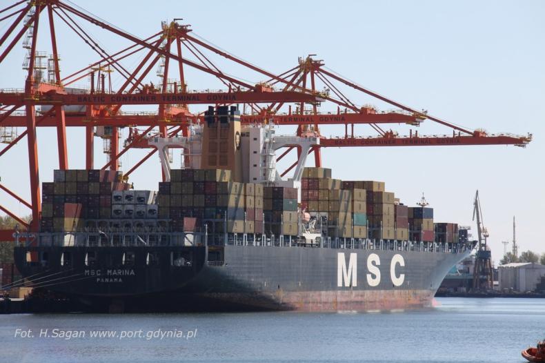 Ponad 300-metrowy kontenerowiec zawitał do Portu Gdynia - GospodarkaMorska.pl