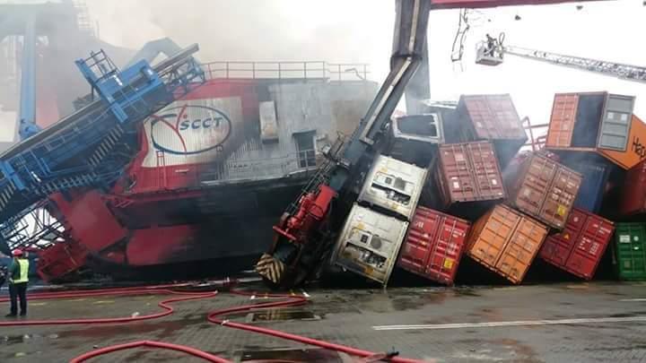 Niebezpieczny wypadek w Egipcie. Kontenerowiec uderzył w suwnicę (wideo) - GospodarkaMorska.pl