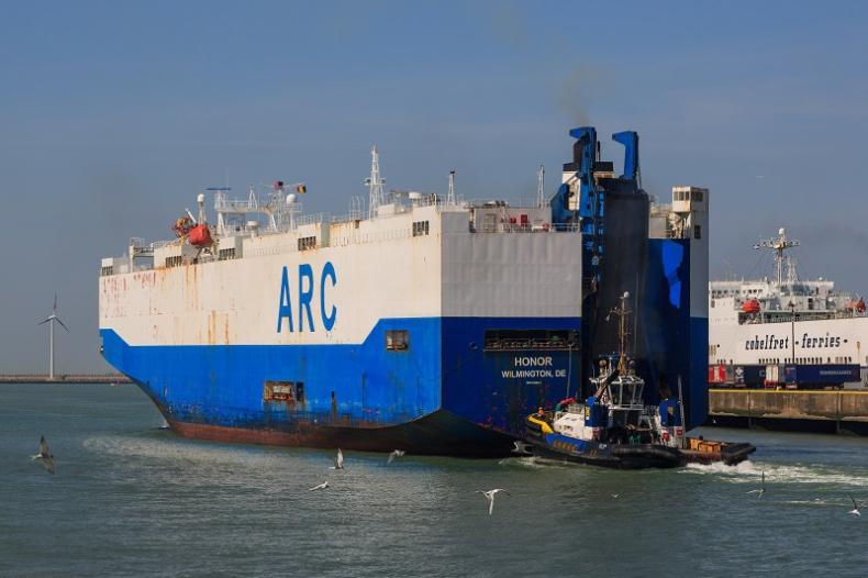 Do Szczecina zawinął amerykański statek ze sprzętem wojskowym - GospodarkaMorska.pl