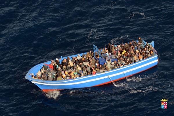 Zatonęła łódź z uchodźcami, uratowano ok. 250 osób - GospodarkaMorska.pl