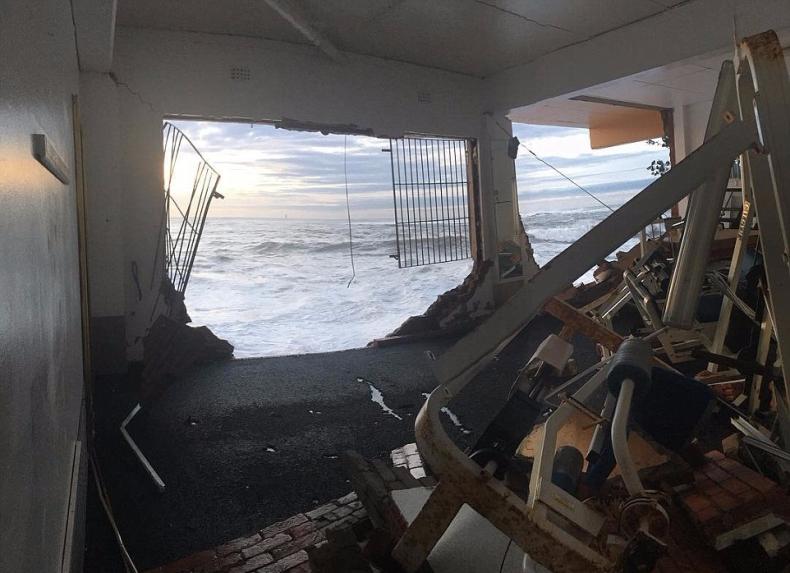 Gigantyczny sztorm spustoszył wschodnie wybrzeże Australii  (zdjęcia) - GospodarkaMorska.pl