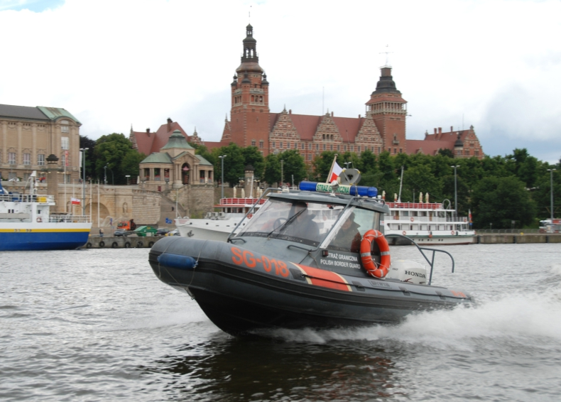 Pomogli załodze łodzi po kolizji - GospodarkaMorska.pl