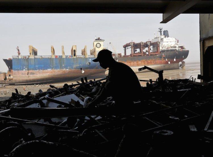 Europejscy armatorzy popierają złomowanie statków w hinduskim Alang - GospodarkaMorska.pl