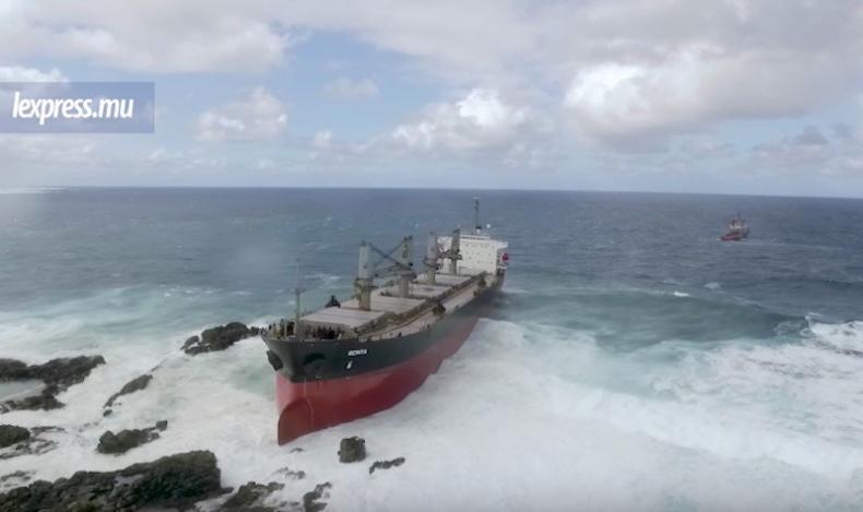 Bójka na pokładzie zakończyła się wpłynięciem statku na mieliznę (wideo) - GospodarkaMorska.pl