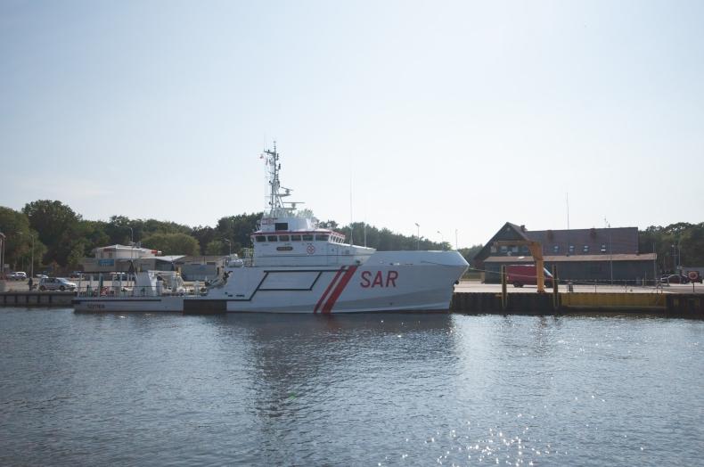 Uszkodzony jacht zholowany do usteckiego portu - GospodarkaMorska.pl