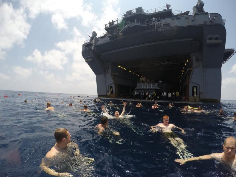 Tak się relaksują marynarze amerykańskiej marynarki wojennej - GospodarkaMorska.pl