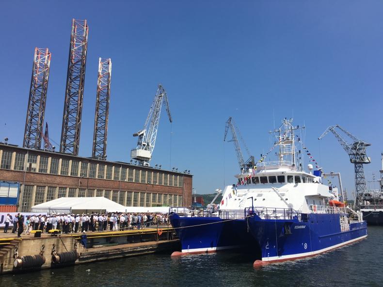 Oceanograf - nowoczesny statek badawczy Uniwersytetu Gdańskiego już ochrzczony (wideo) - GospodarkaMorska.pl