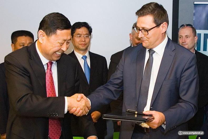 Port Gdańsk podpisał Porozumienie o współpracy z chińskim Portem Qingdao - GospodarkaMorska.pl
