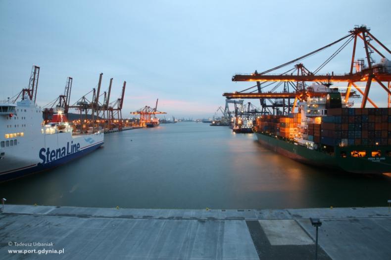 Raport: Polskie porty morskie generują ok. 230 tys. miejsc pracy - GospodarkaMorska.pl