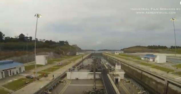 Pierwsza komercyjna przeprawa przez rozbudowany Kanał Panamski (time-lapse) - GospodarkaMorska.pl
