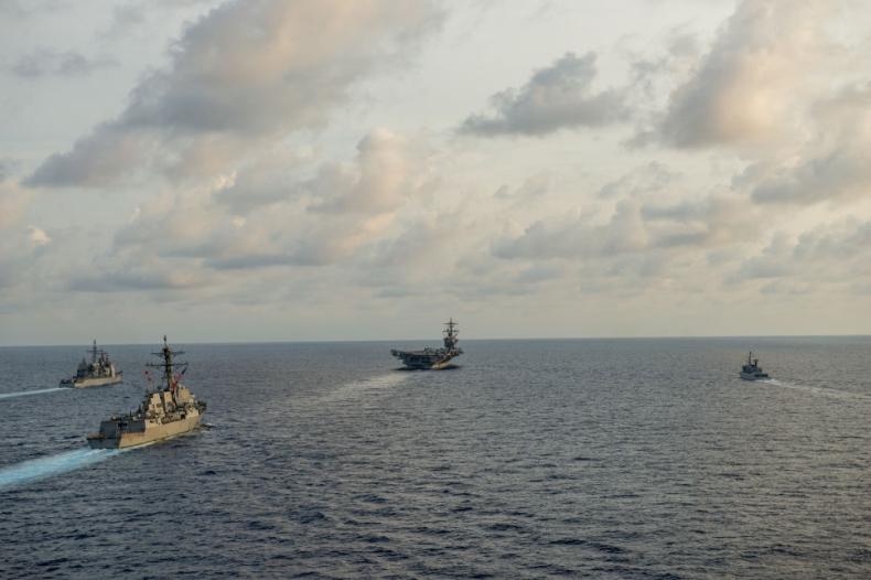 Chińska prasa wzywa USA by nie mieszały się w spór na Morzu Południowochińskim - GospodarkaMorska.pl