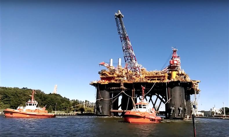 Gigantyczna platforma offshore FPF1 została wyholowana z Remontowej na próby morskie - GospodarkaMorska.pl
