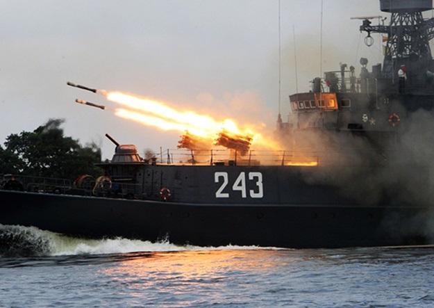 Rosyjska marynarka wojenna ćwiczy na Krymie - GospodarkaMorska.pl